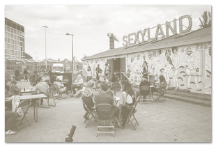 Sociëteit Sexyland - opening mural: 'the inside turns outwards'